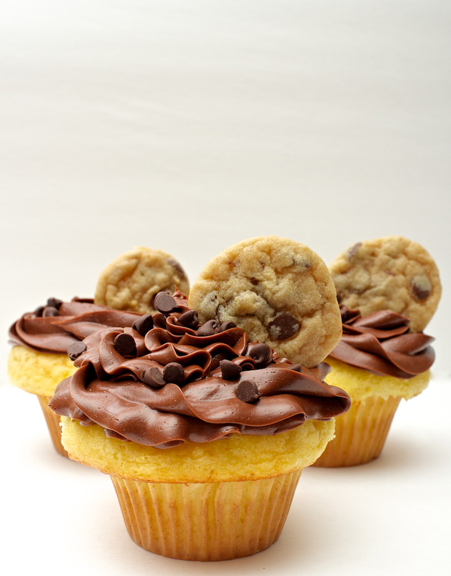 Claudia's Cookbook - Chocolate Chip Cookie Dough Stuffed Cupcakes 17