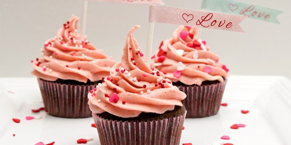 Claudia's Cookbook - Chocolate Cupcakes with Fresh Strawberry Buttercream Frosting