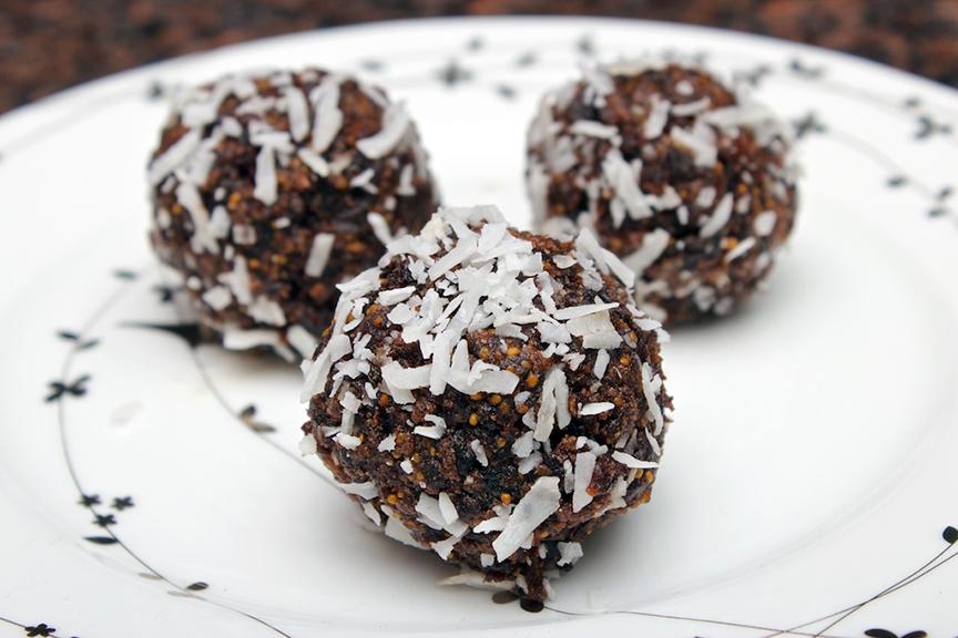 © Claudia's Cookbook - Healthy Chocolate Fig Bites 6
