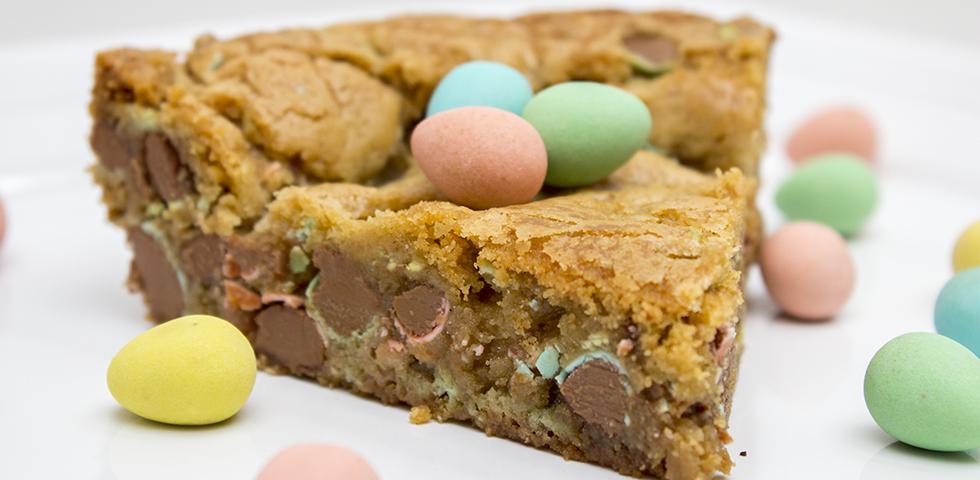 © Claudia's Cookbook - Cadbury Mini Egg Skillet Cookie
