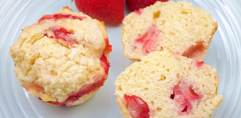© Claudia's Cookbook - Strawberry Lemonade Muffins
