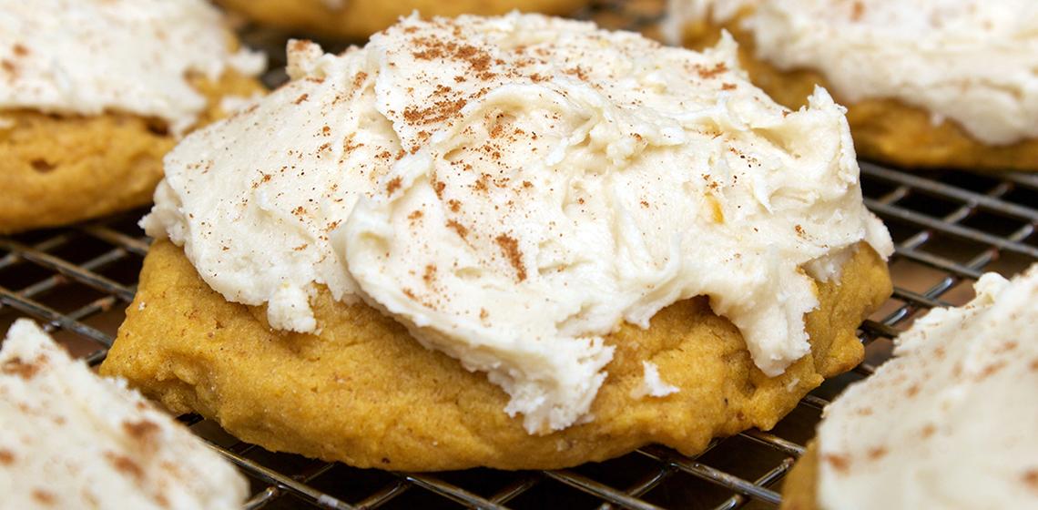 claudias-cookbook-pumpkin-cookies-with-brown-sugar-cinnamon-frosting